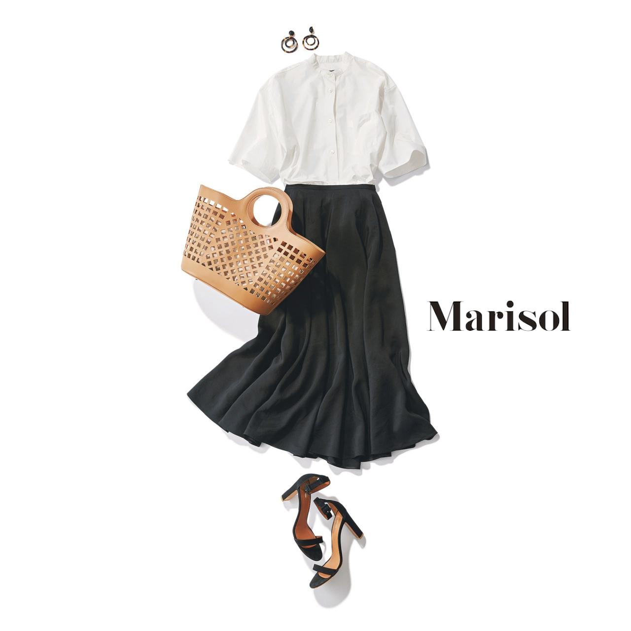 40代ファッション 白シャツ×黒スカートコーデ
