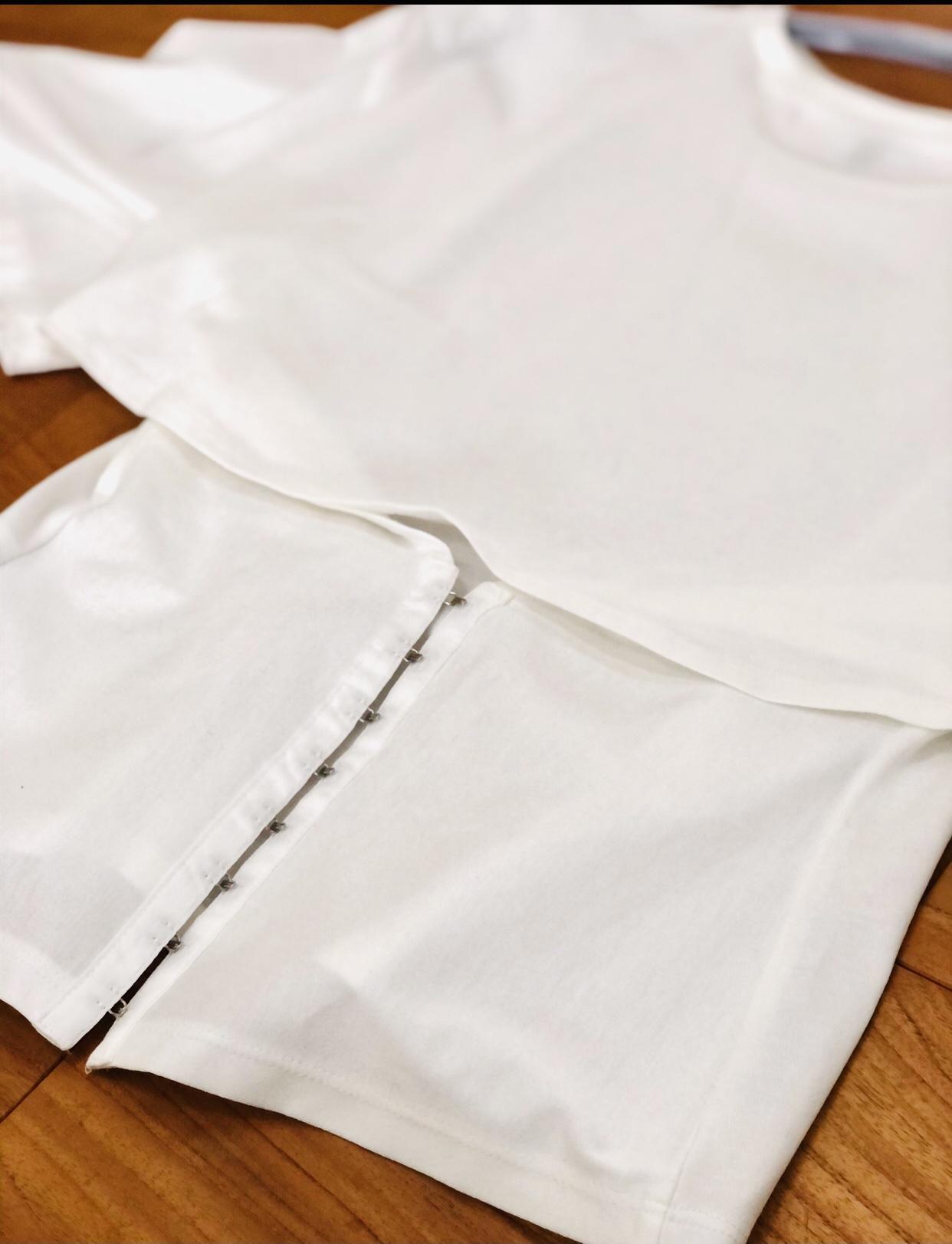 ドラマチックな『白ブラウス』とロイヤルブルーのスカート_1_4-1