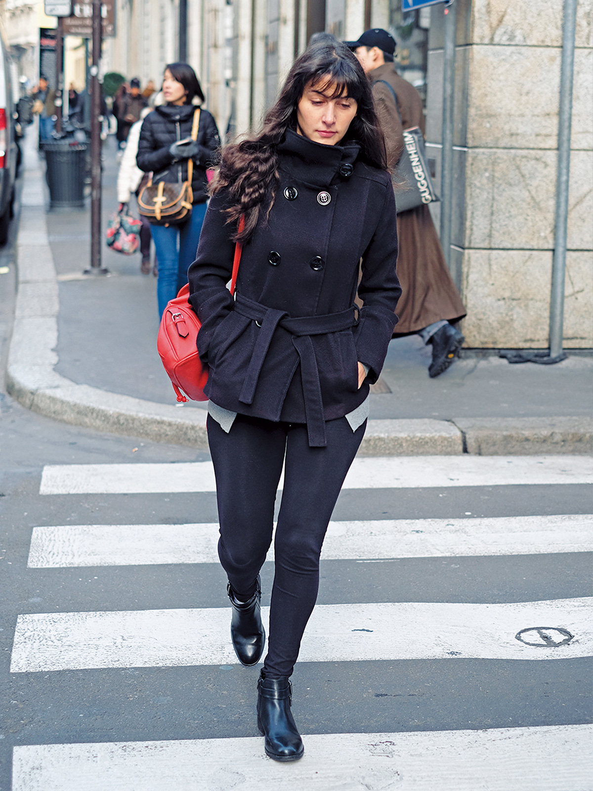 「赤のさし色」で着こなしブラッシュアップ【ファッションSNAP ミラノ・パリ・NY編】_1_3-1
