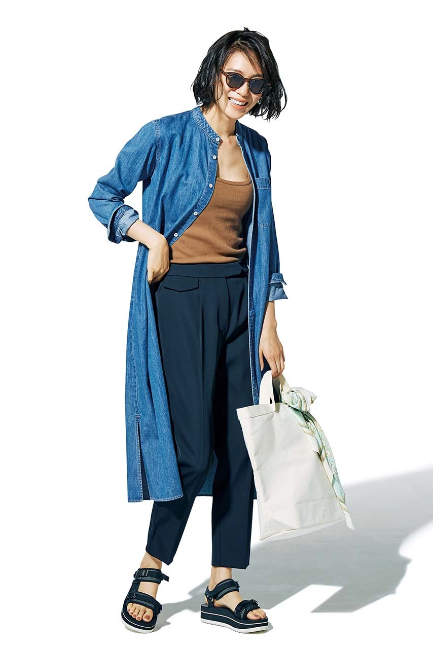 シャツワンピース×ゆるてろパンツコーデを着たモデルの竹内友梨さん