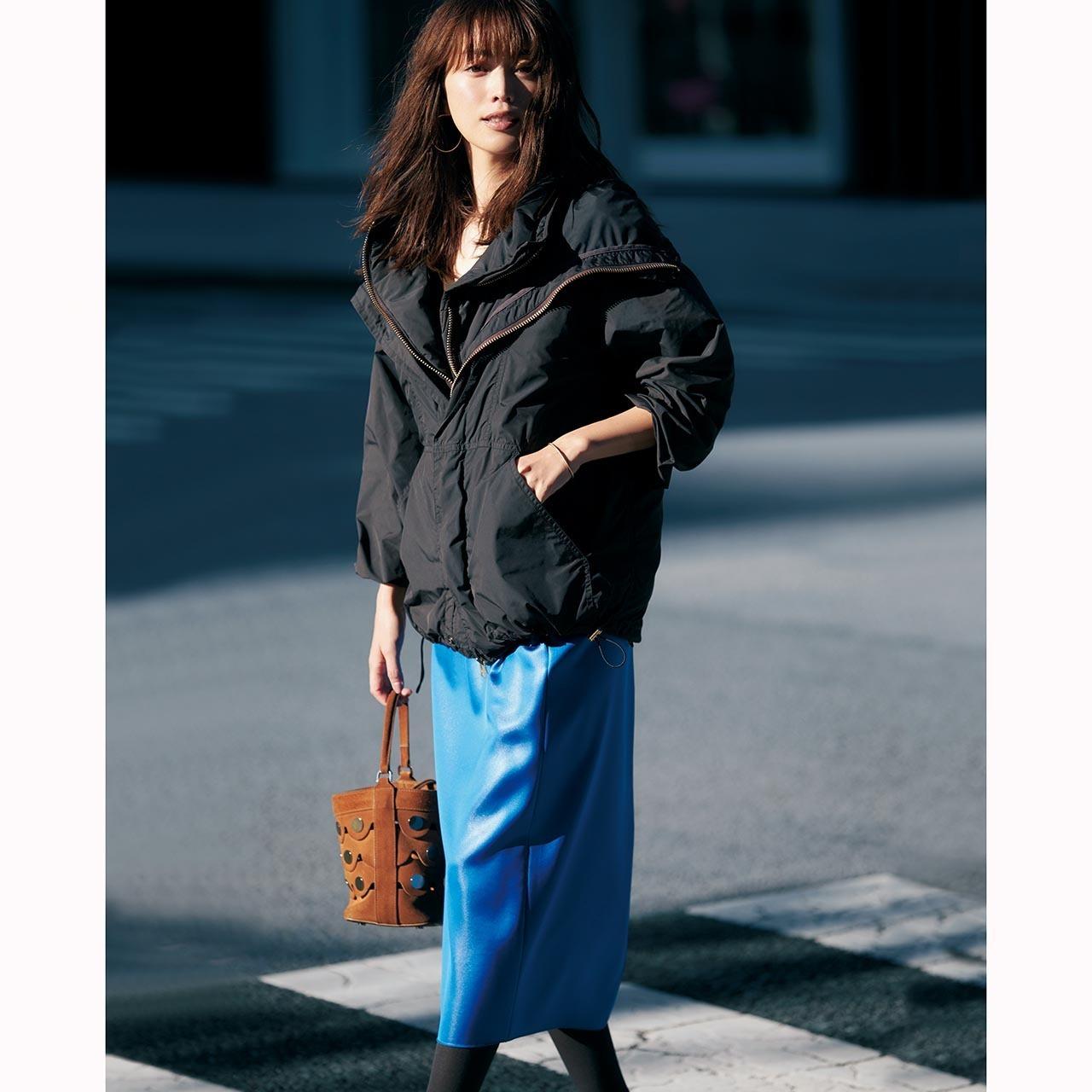 ブルーサテンスカート×ブルゾンのファッションコーデ
