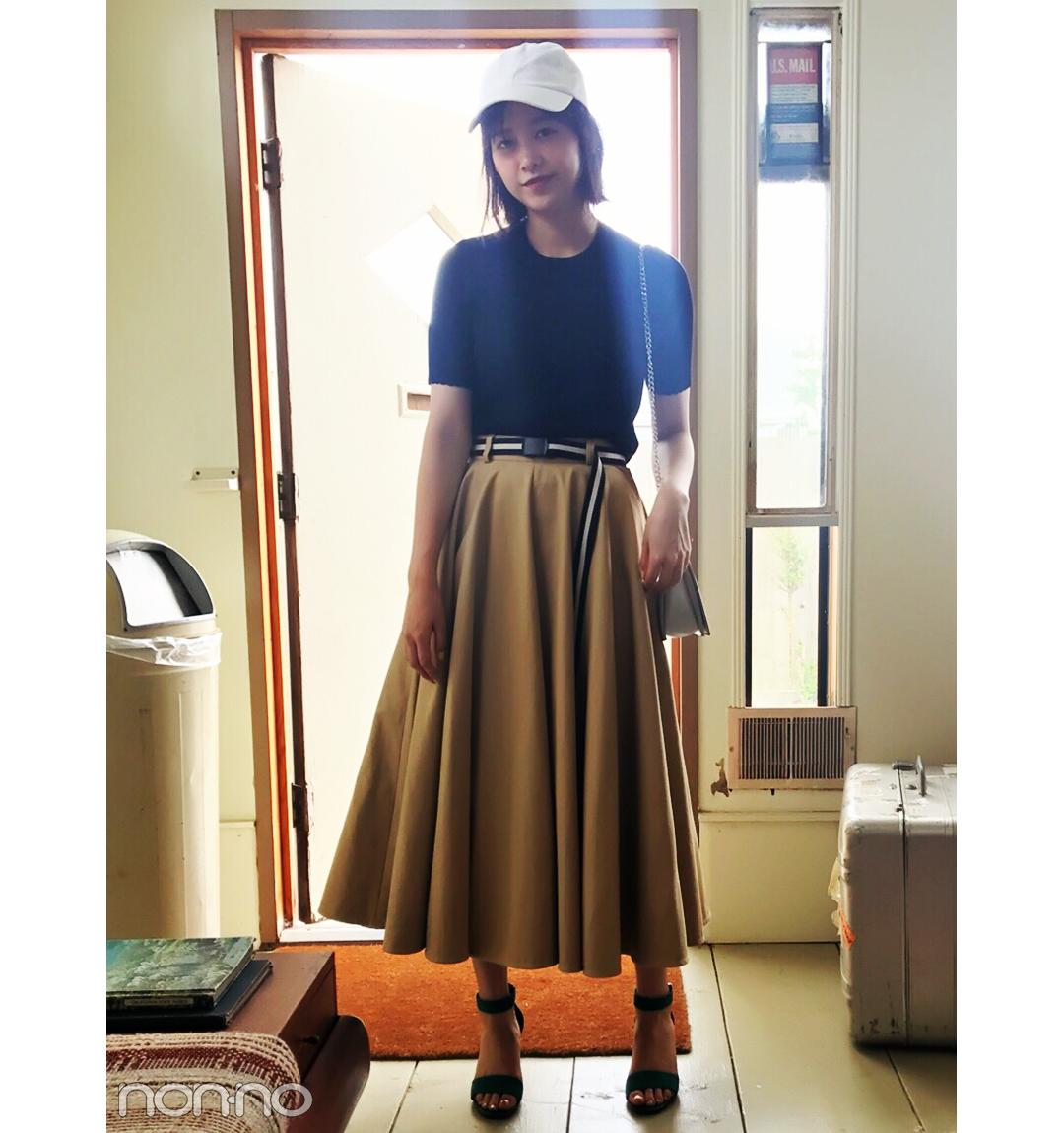 渡邉理佐はヒット中のチノスカートをカジュアル可愛く♡【毎日コーデ】_1_1