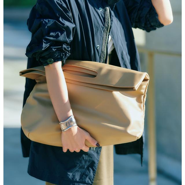 モダン ウィーヴィングのバッグ