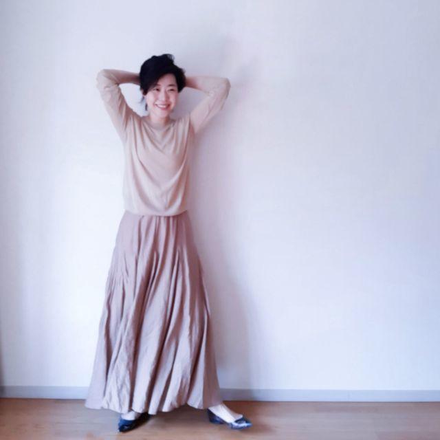 meriのベージュマキシスカートとベージュトップスのワントーンコーデ