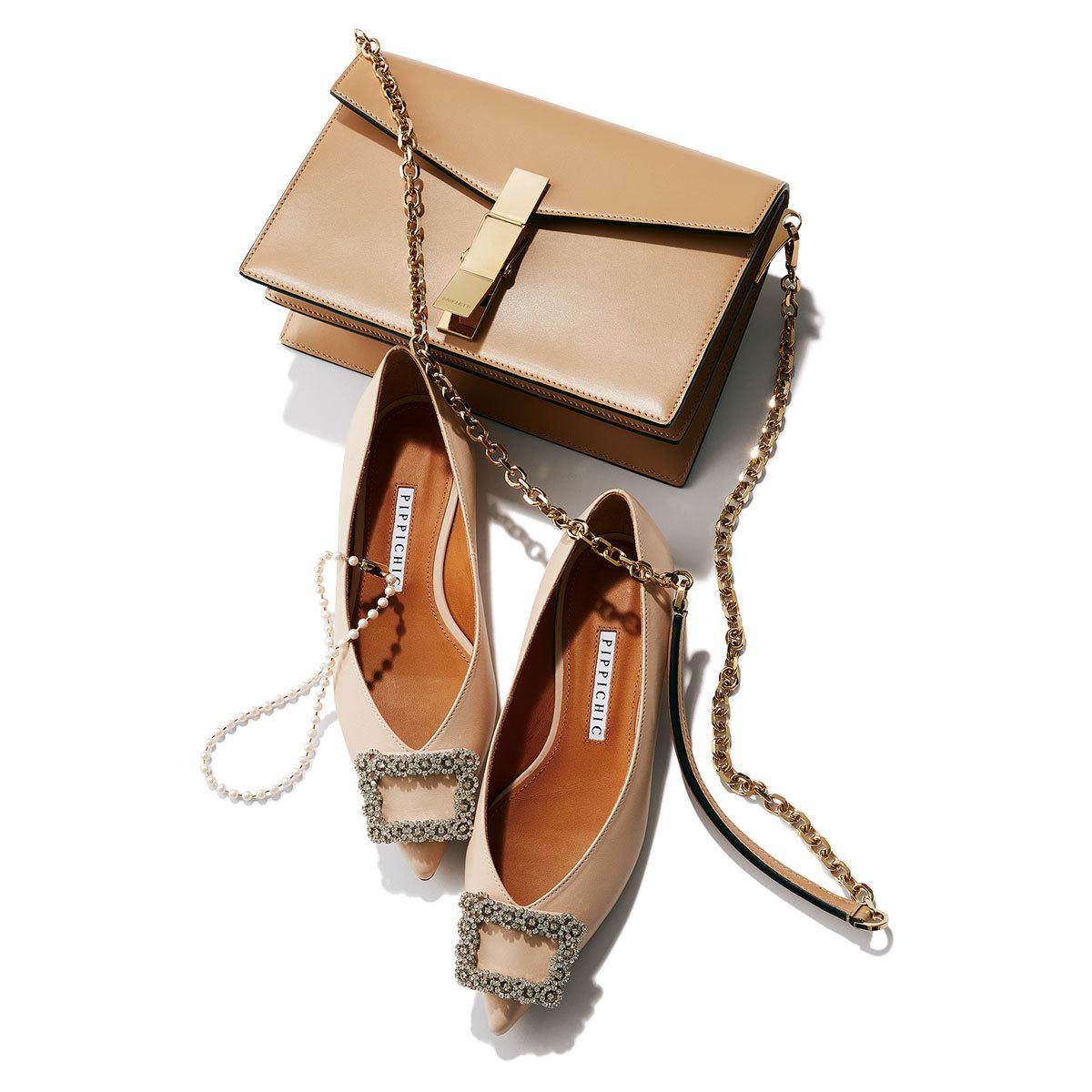 (上から時計回りに)バッグ¥132,000/ウィムガゼット青山店(ザンケッティ) 靴¥39,600/ベイジュ(ピッピシック) ネックレス¥26,400/マユ ショールーム(マユ)