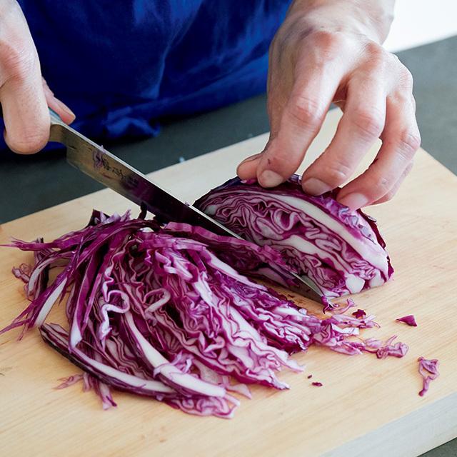 普通より硬い紫キャベツは煮込みにぴったり