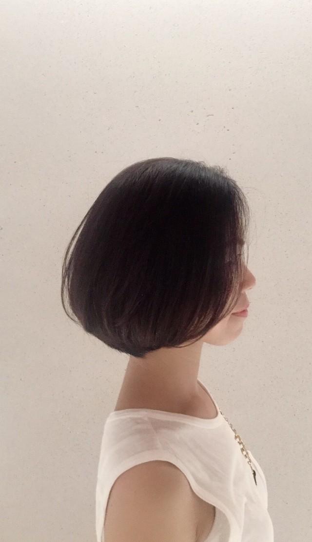 ちなみに、私の髪は、本当に美容師さんを選んでしまう程の、 「多い・くせ毛・剛毛さんです。(泣)」  今回は、カット&トリートメント&カラーを。 次は、パーマ予定。
