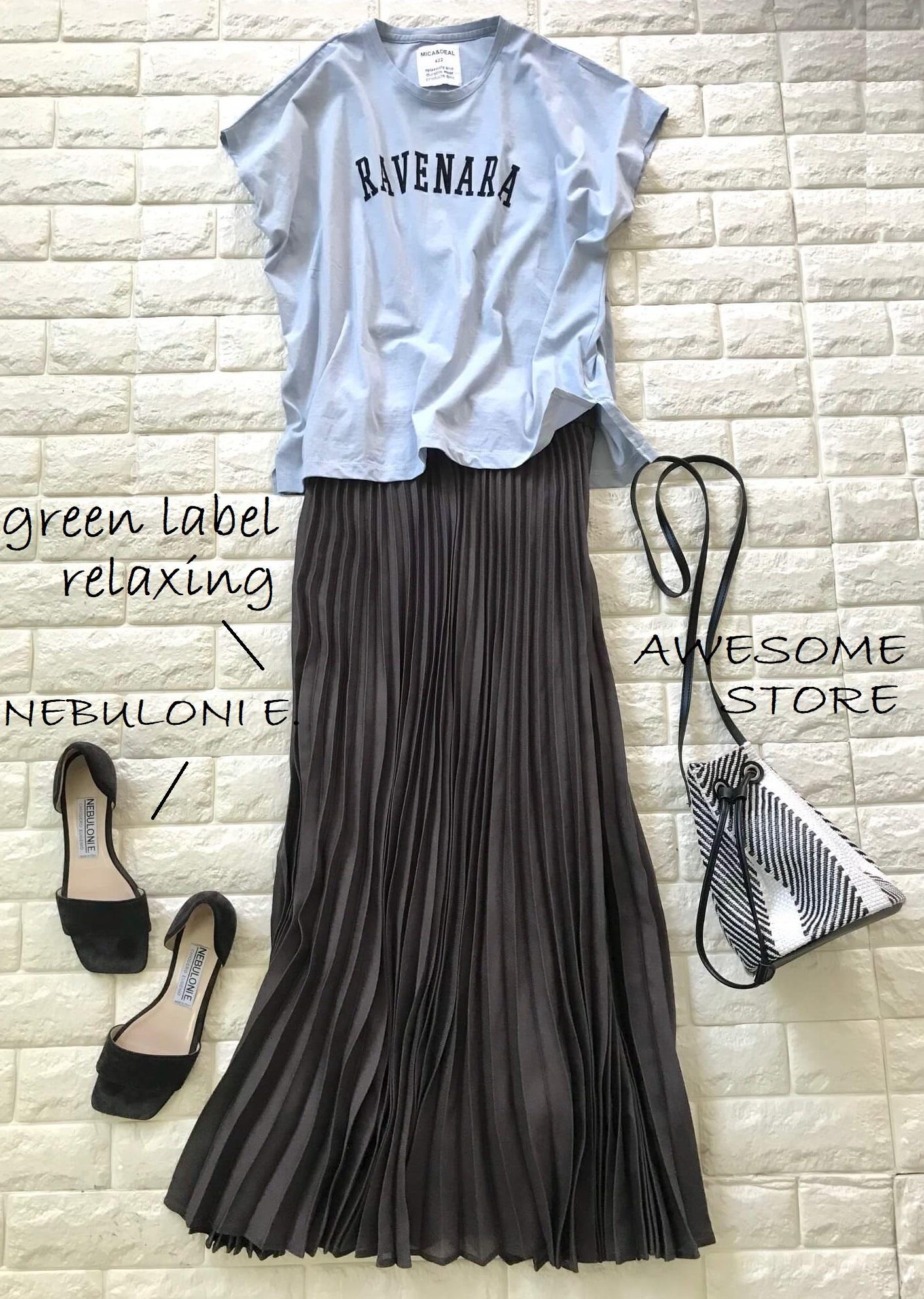 MICA&DEALのTシャツとブラウンのスカートを合わせた画像