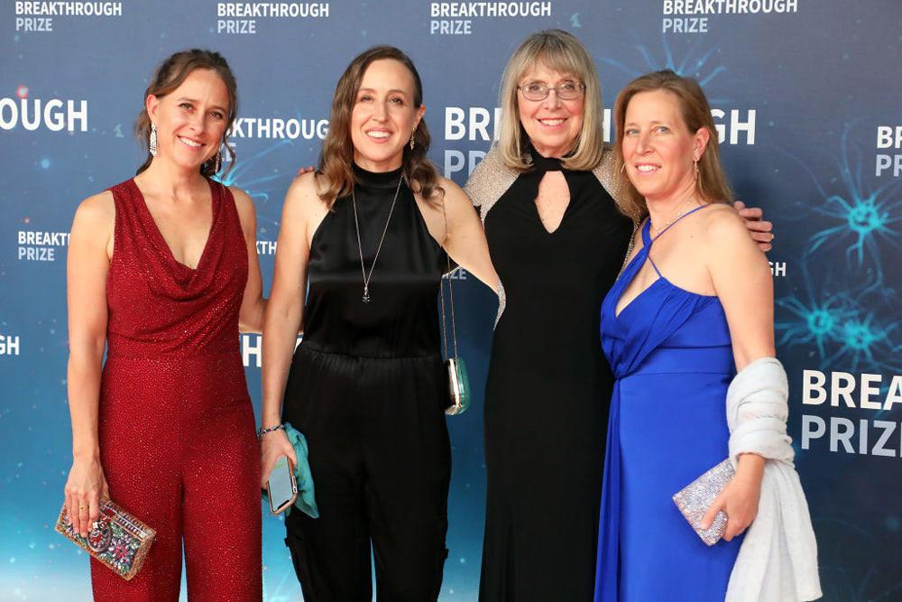 左から、三女アン、次女ジャネット、エスター、長女スーザン(Taylor Hill/Getty Images)