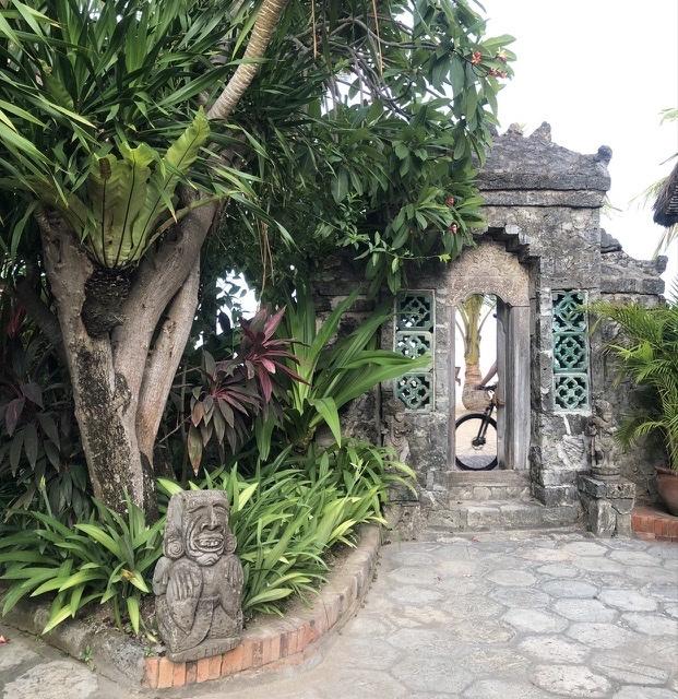 タンジュンサリ バリ風門