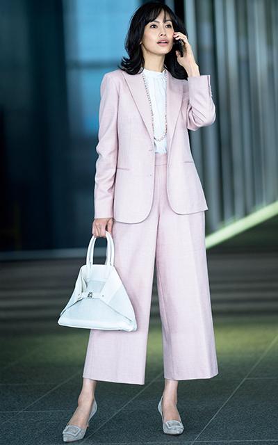 キートンの極上素材×大人ピンクスーツがエレガントな高橋里奈