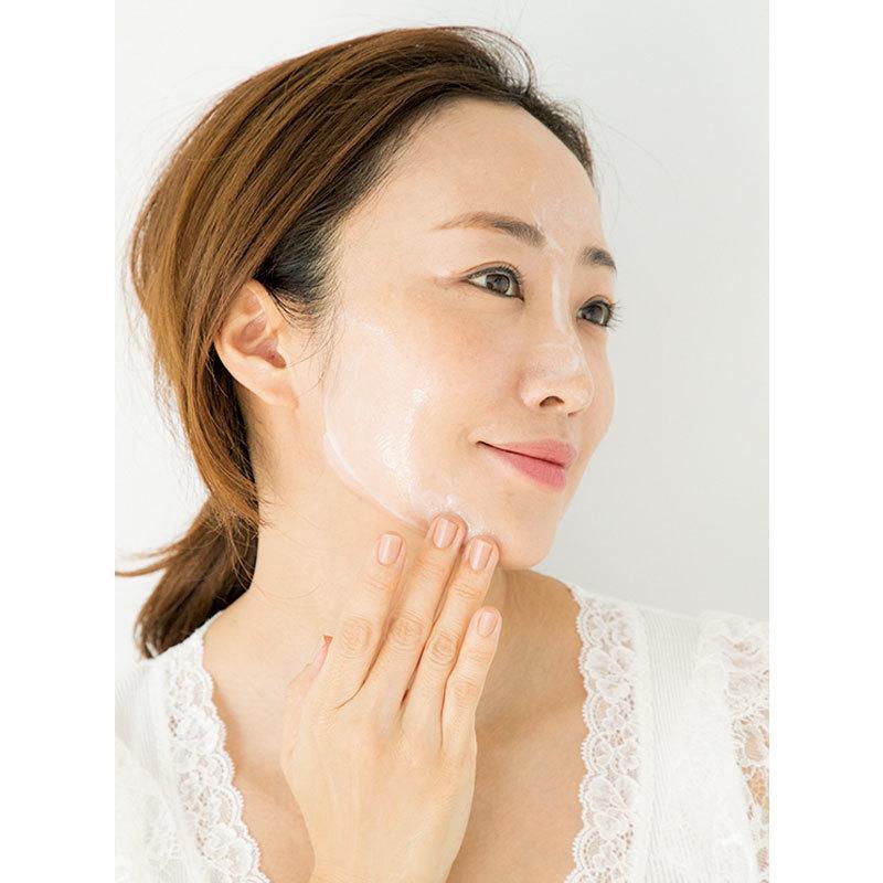 2.次に、比較的皮膚が強いUゾーン。汚れがたまりやすいフェイスラインになじませる