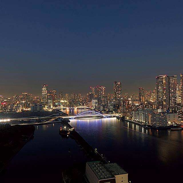 隅田川を 俯瞰する夜景もほかにはないビュー