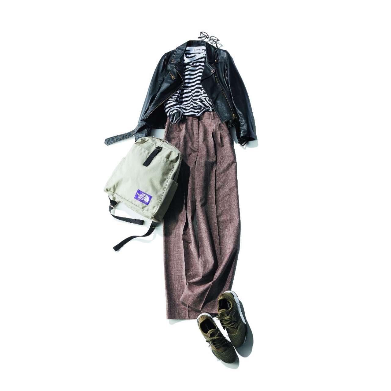 カーキスニーカー×ボーダーカットソー&ワイドパンツのファッションコーデ
