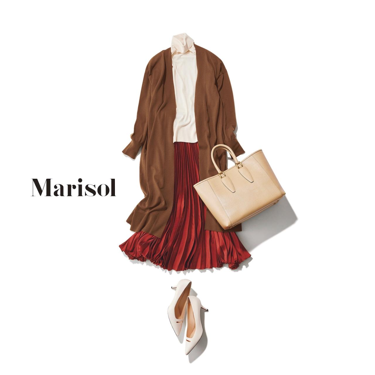 40代ファッション 白タートルネックニット×赤プリーツスカート×ブラウンカーディガンコーデ