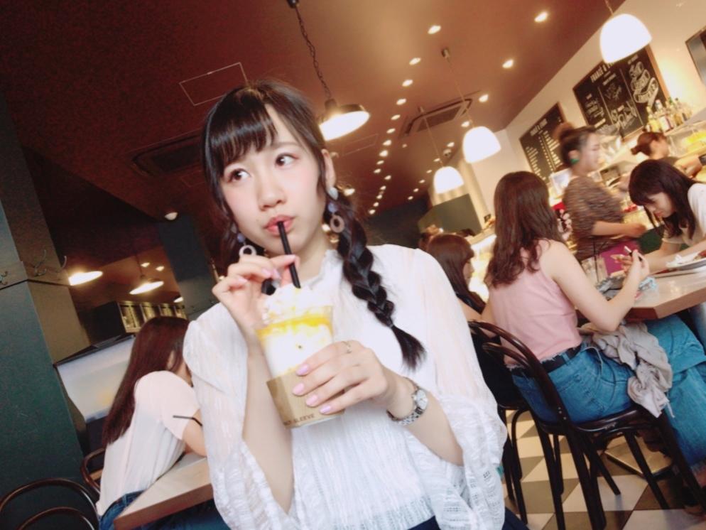 ホイップクリームではなく焼いたメレンゲ!上から崩して食べるマンゴードリンク★★_1_2-1