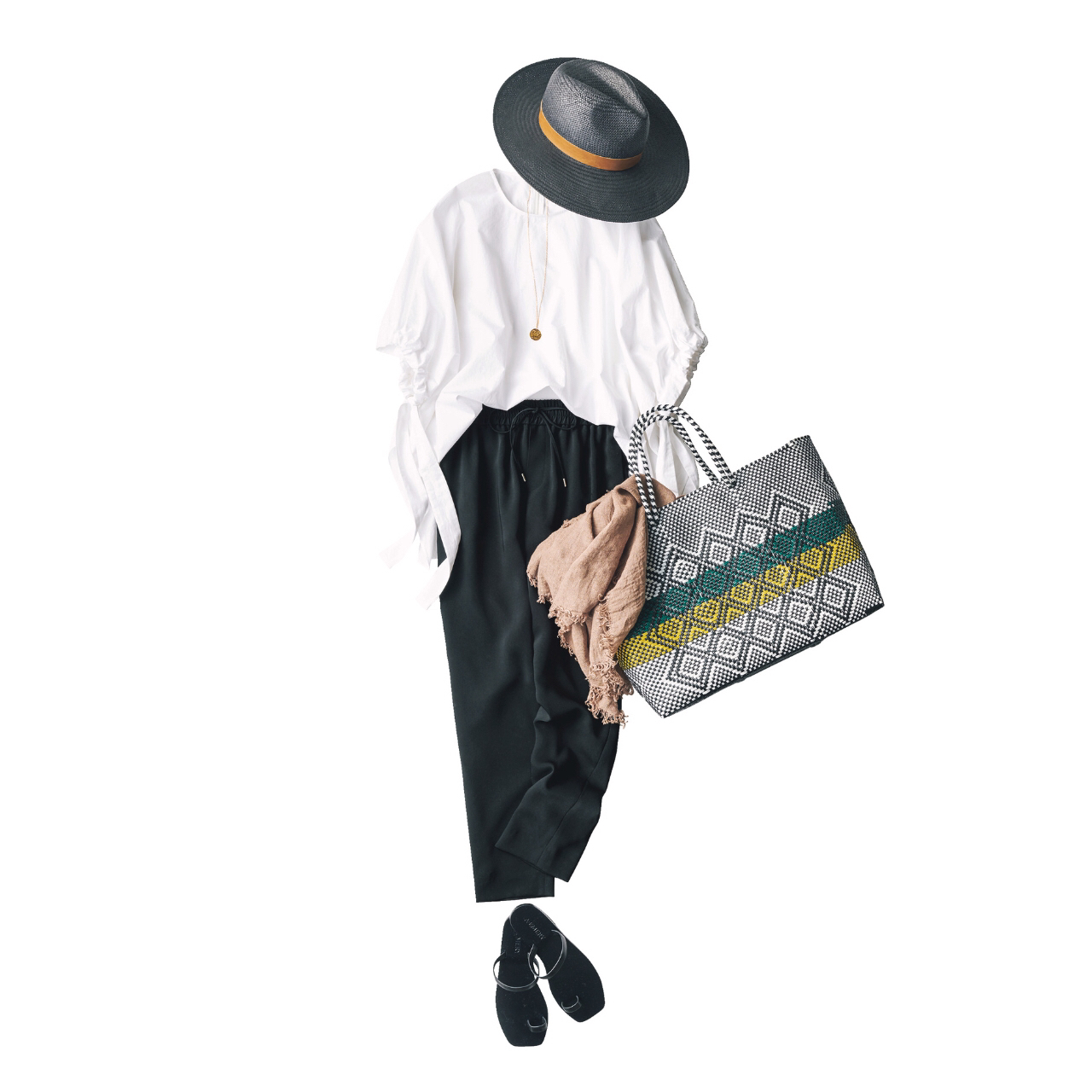 定番の黒パンツを極める!今っぽく、おしゃれで、美脚見えする黒パンツコーデまとめ|40代ファッション_1_5