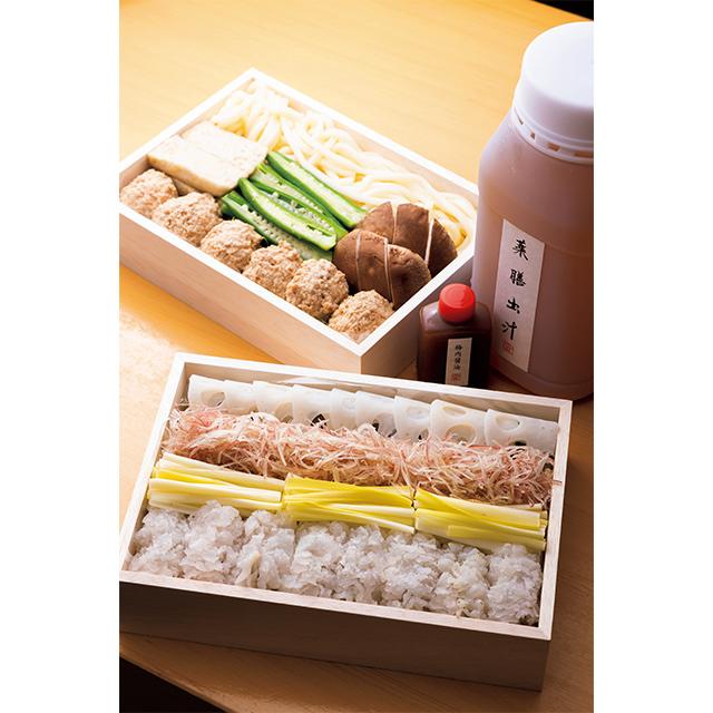 野菜は10種類ほど入り、季節で替わる。鱧のほかにコチや金目鯛の鍋セットも。
