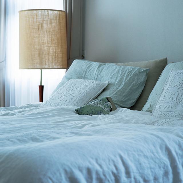 日々の疲れを癒す日当たりのいい寝室