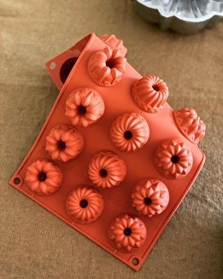 イタリアメーカーのシリコン製ケーキ型です!