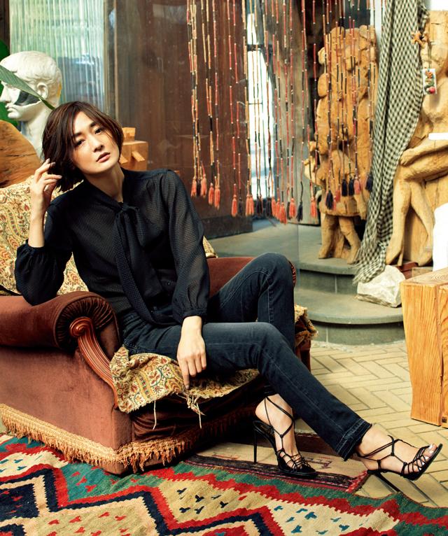 サンローランのデニムスタイルの富岡佳子