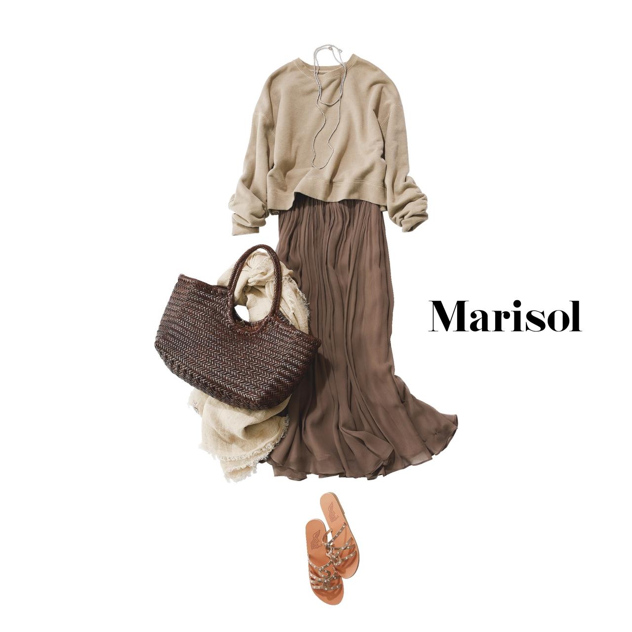 40代ファッション ベージュスウェット×シルクロングスカートコーデ