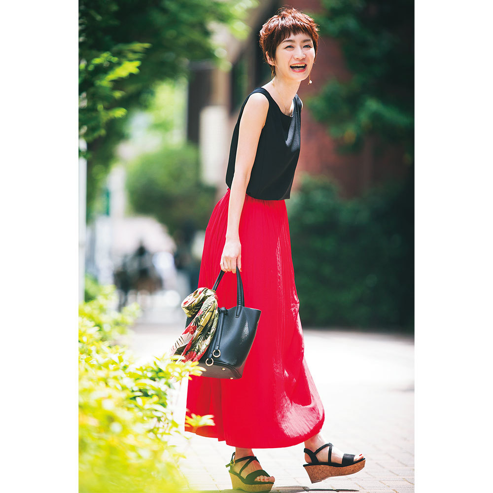 トレンドのきれい色は、華やかな笑顔と相性抜群【美女組ファッションSNAP】_1_1-2