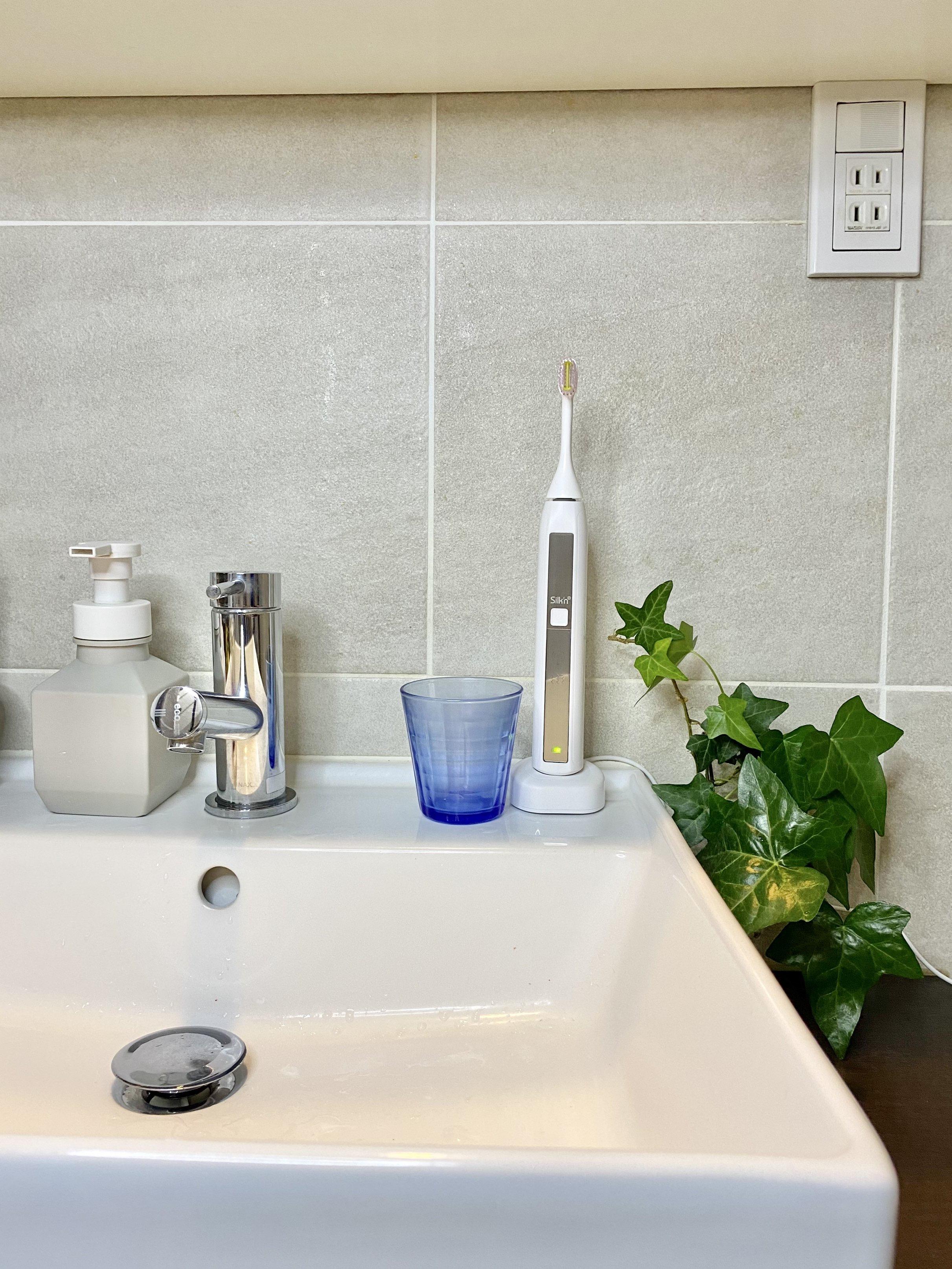 洗面所に置いても場所を取らない電動歯ブラシ