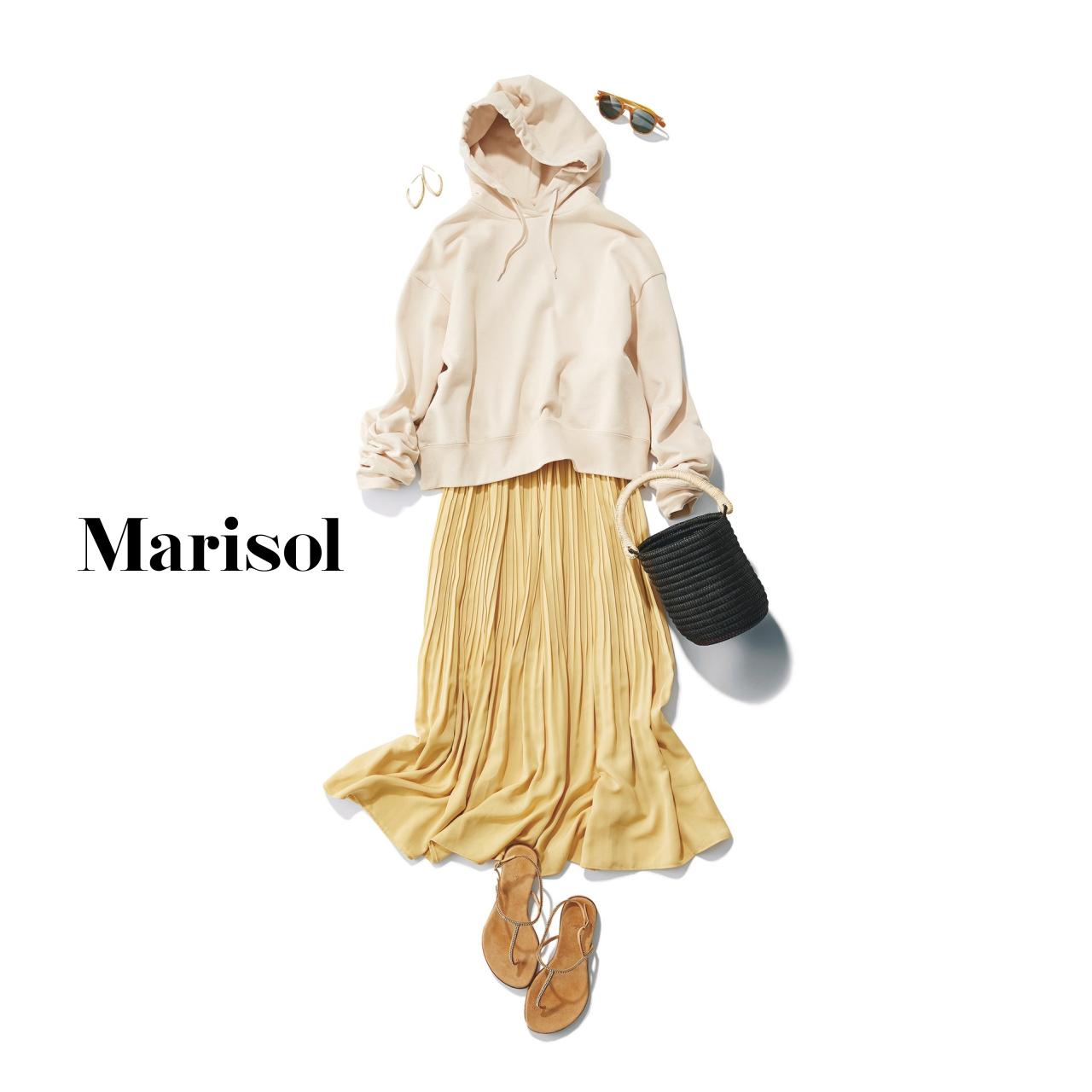 40代ファッション フーディ×プリーツスカートコーデ