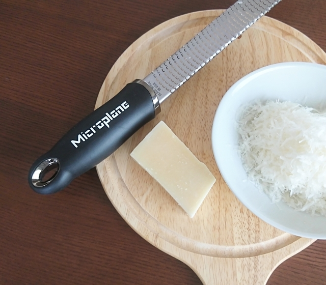 便利なおろし金マイクロプレインはお気に入りのキッチン用品です。