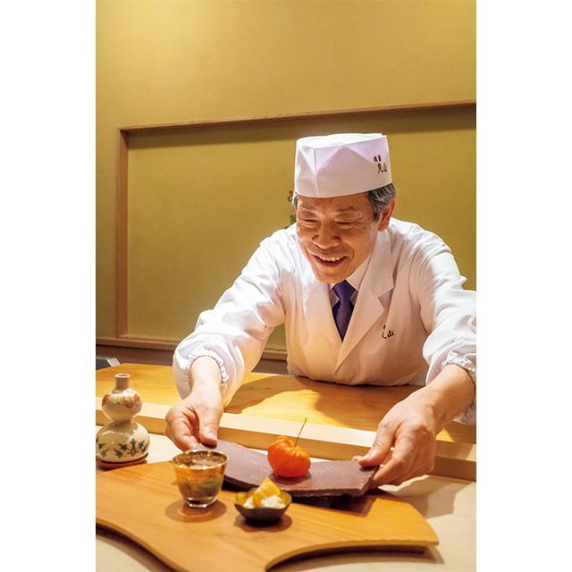 店主、丸山嘉桜さん。老舗料亭で料理長を務めたのち、'88年に開店。