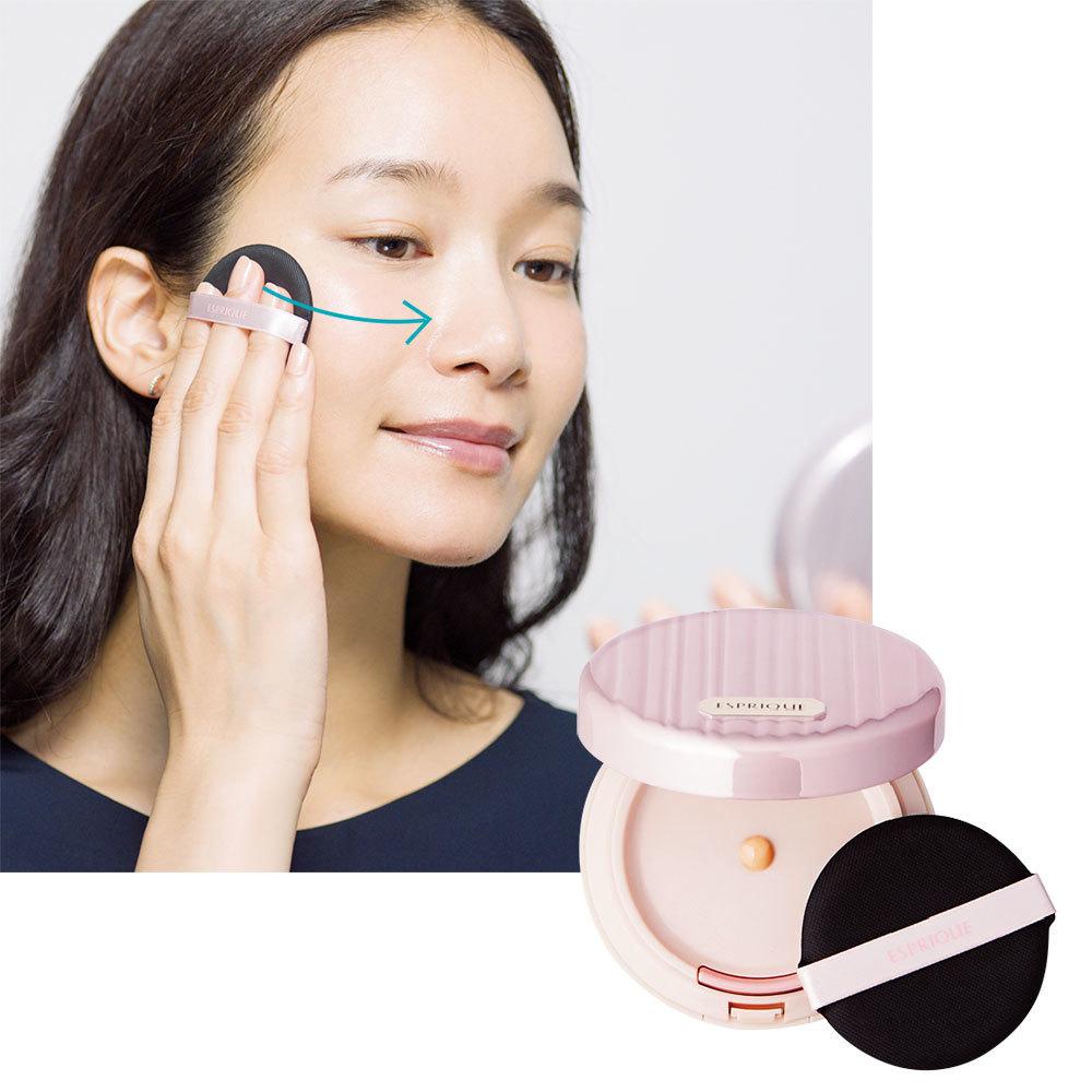 美容液、UV、下地、ファンデーション、お粉の機能がオールインワン。リキッドをパフでつけるので手が汚れない。エスプリーク リキッド コンパクト BB SPF25 PA+++ 全3色¥4,000(編集部調べ)/コーセー