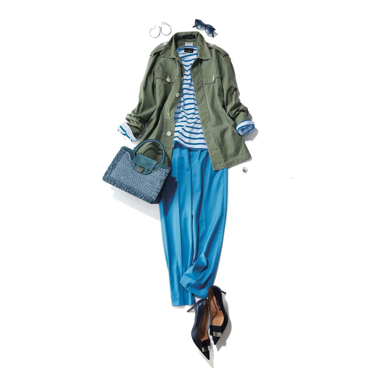 ■カーキのジャケット×ブルーのストライプカットソー×ブルーのパンツコーデ