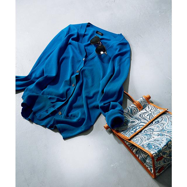 ロイヤルブルーと繊細な質感が気品を高めてくれる