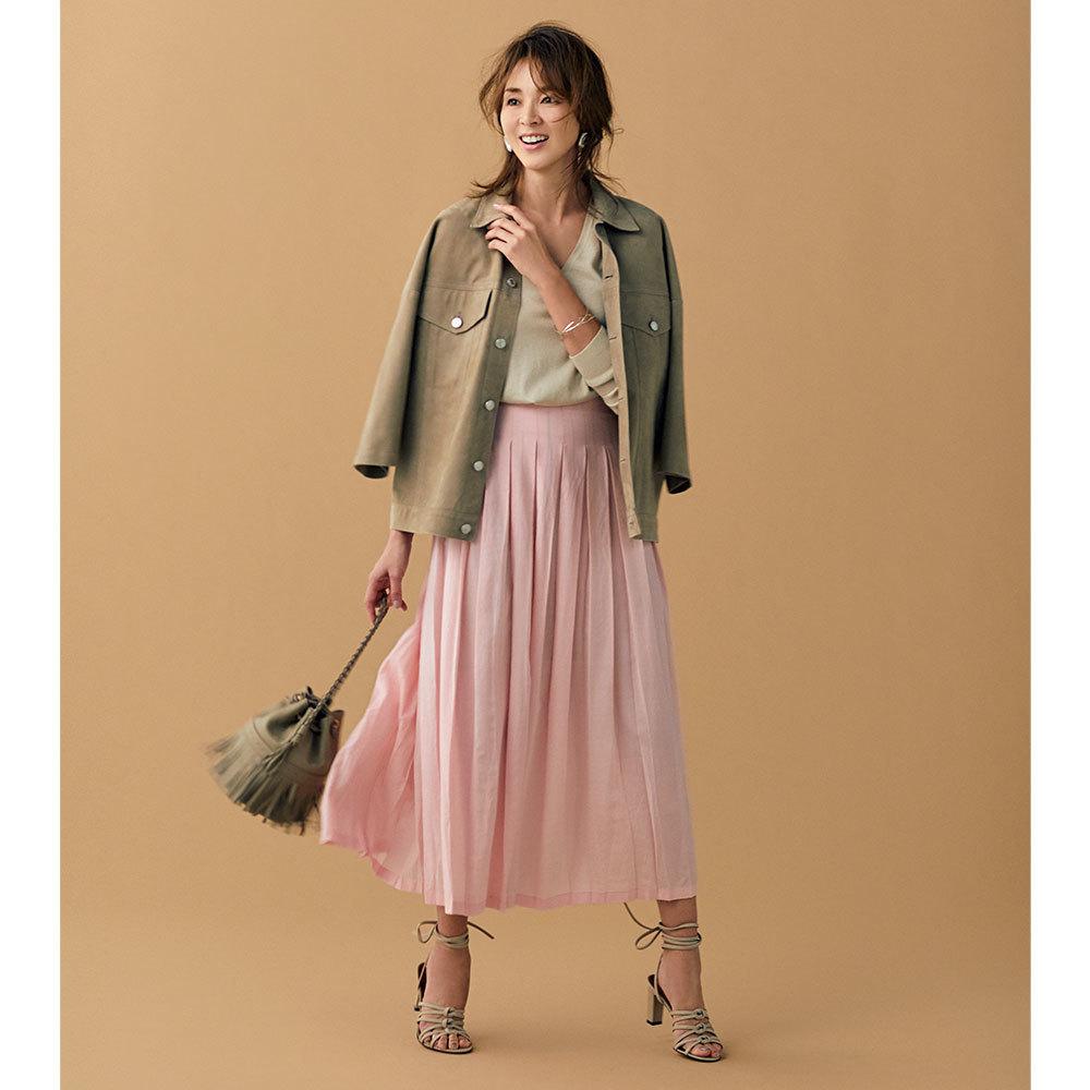 ブルゾン×ピンクのロングスカートコーデ