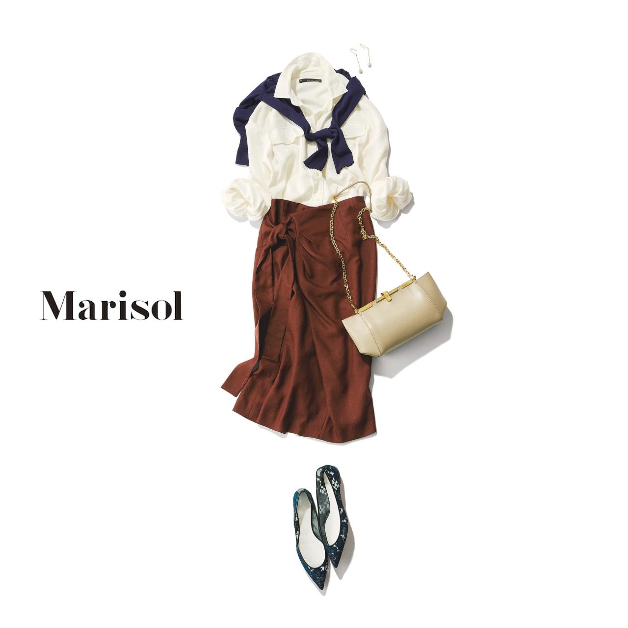 40代ファッション 白シャツ×スカート×肩がけカーディガンコーデ
