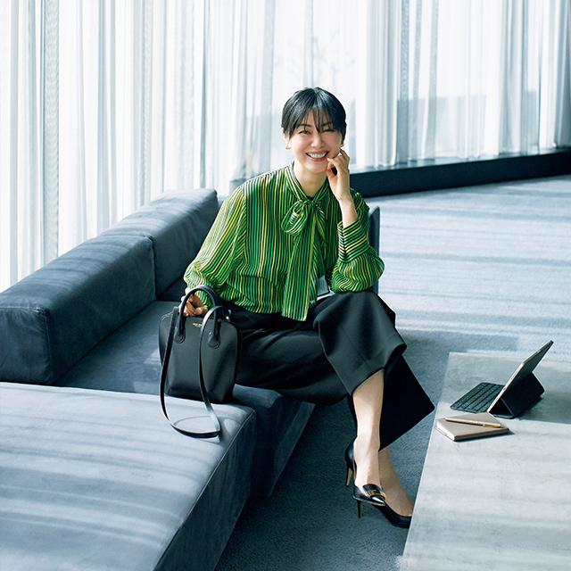 働く50代エグゼクティブ女性のための「画面映え」ブラウス