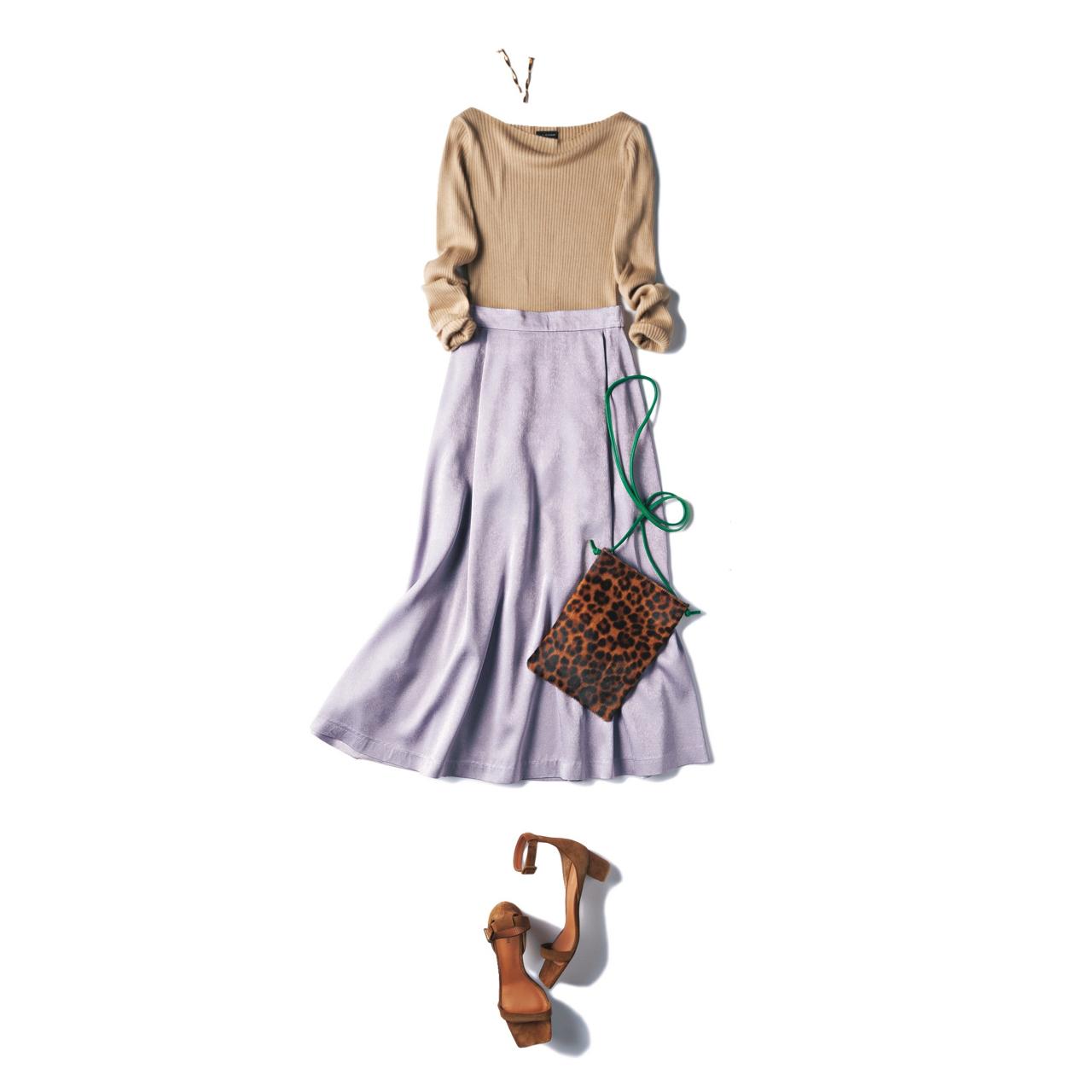 ベージュニット×ライラック色のスカートのファッションコーデ