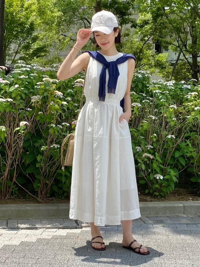Dress : ZARA