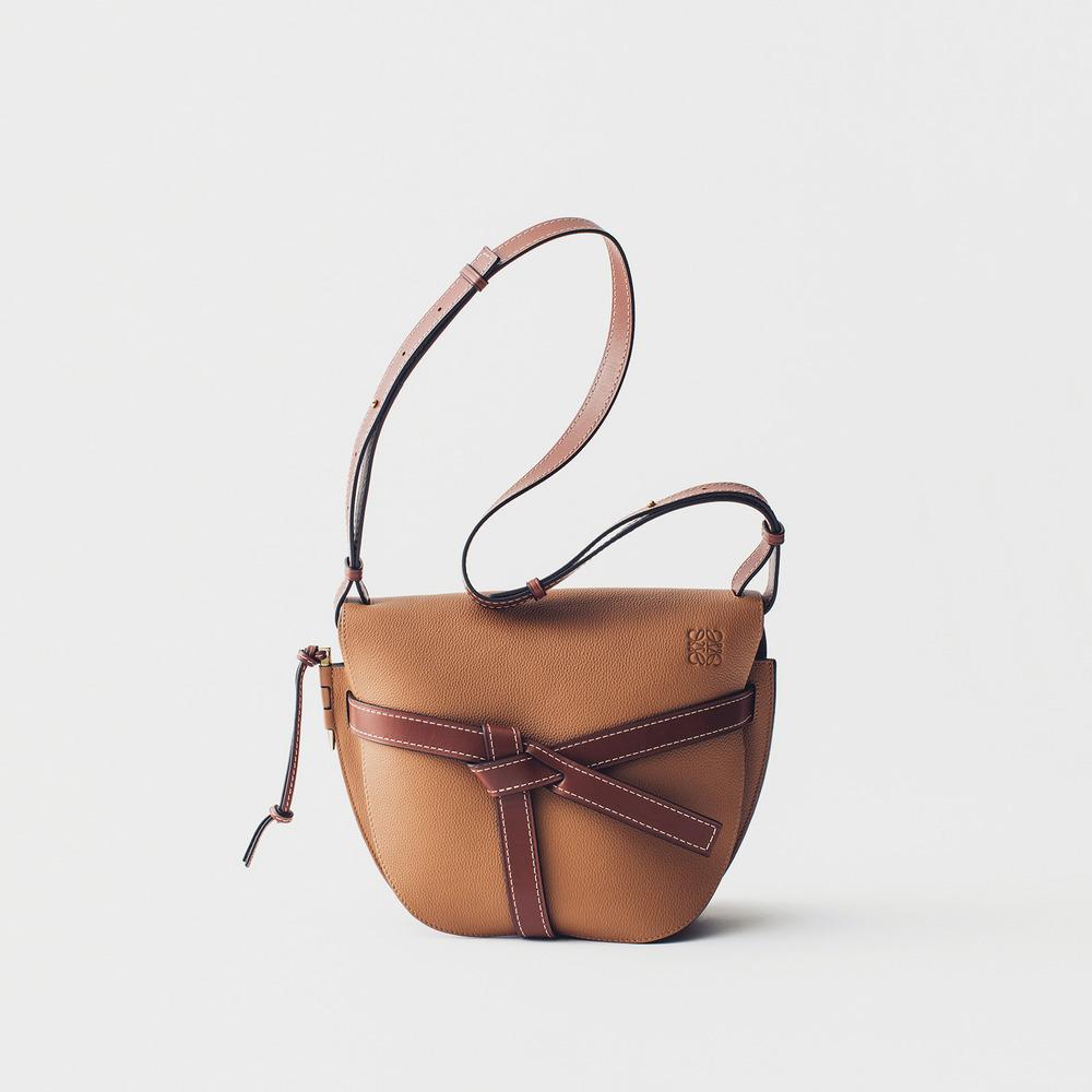 ロエベのゲートバッグ