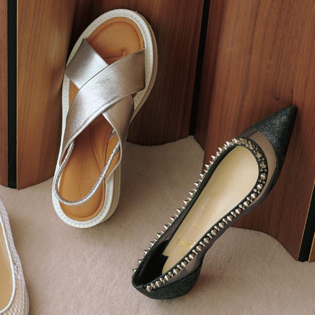 いつもの着こなしにプラスするだけで着映える靴1