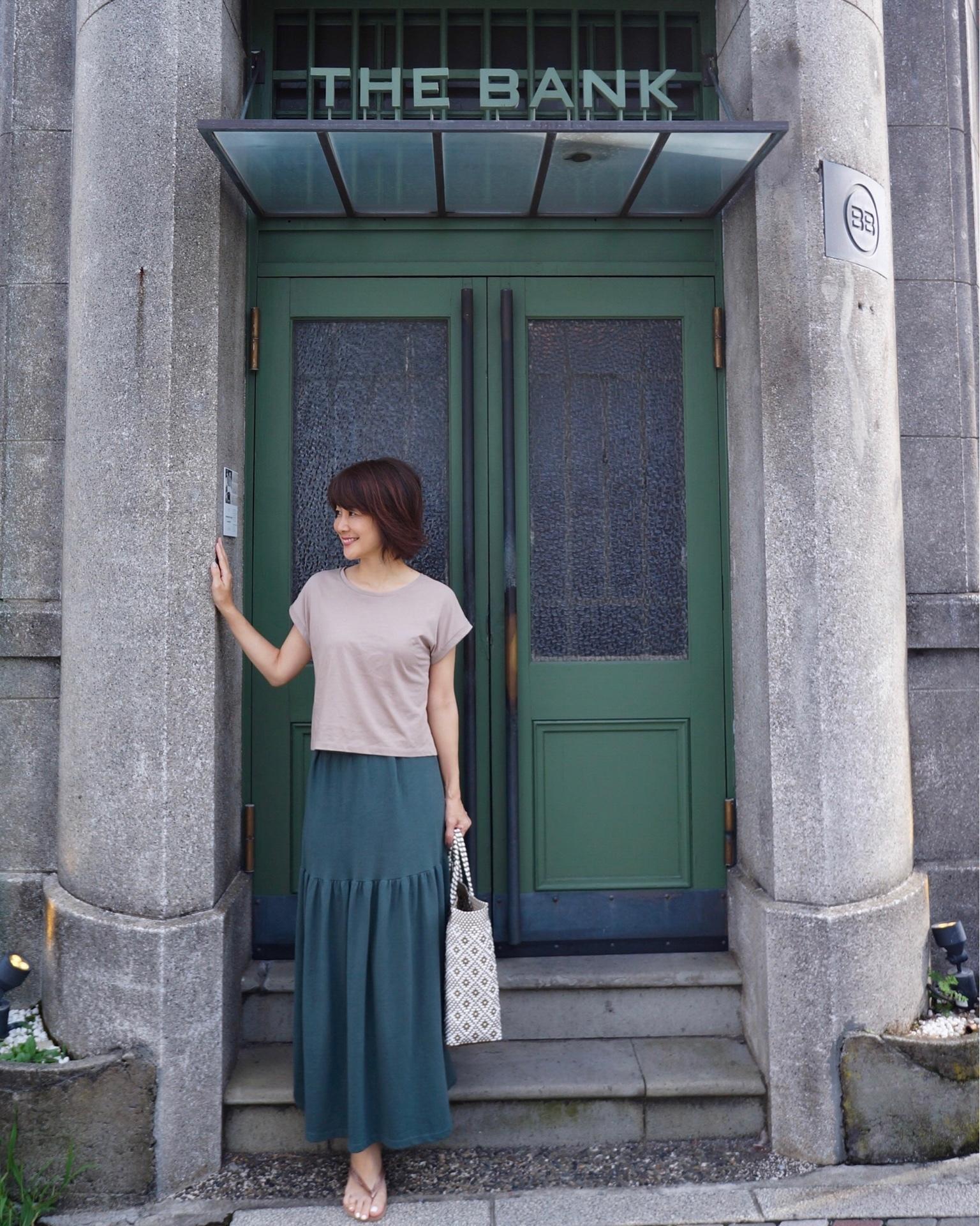 フォレストグリーンのスカートをはいてBARへ_1_2