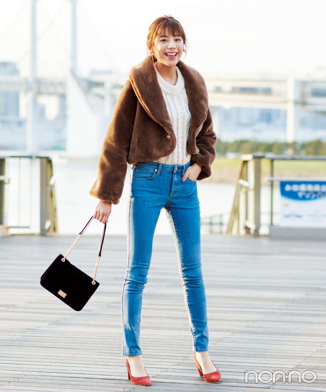 【ブラウンコーデ】人気のファーコートはショート丈でアクティブな雰囲気に!