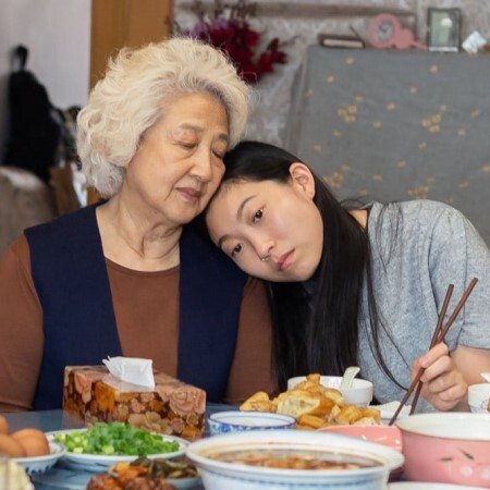 優しい嘘か真実か。価値観の狭間で揺れる家族が祖母のために選んだ「正解」とは|Forbes JAPAN