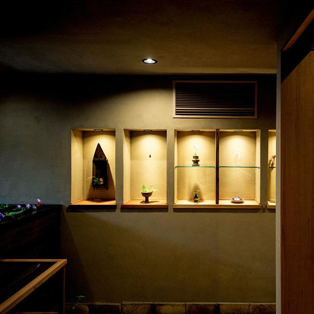 日本の暦や京都の歳時記をテーマにする花を飾る店内