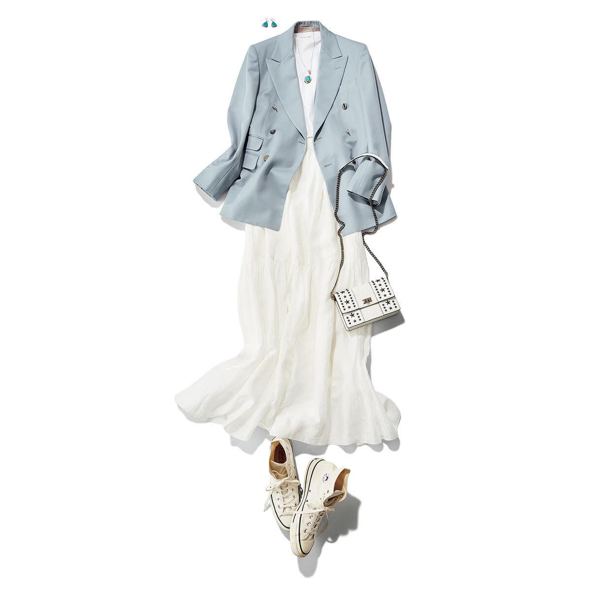 ■白スカート×サックスブルーのジャケットコーデ