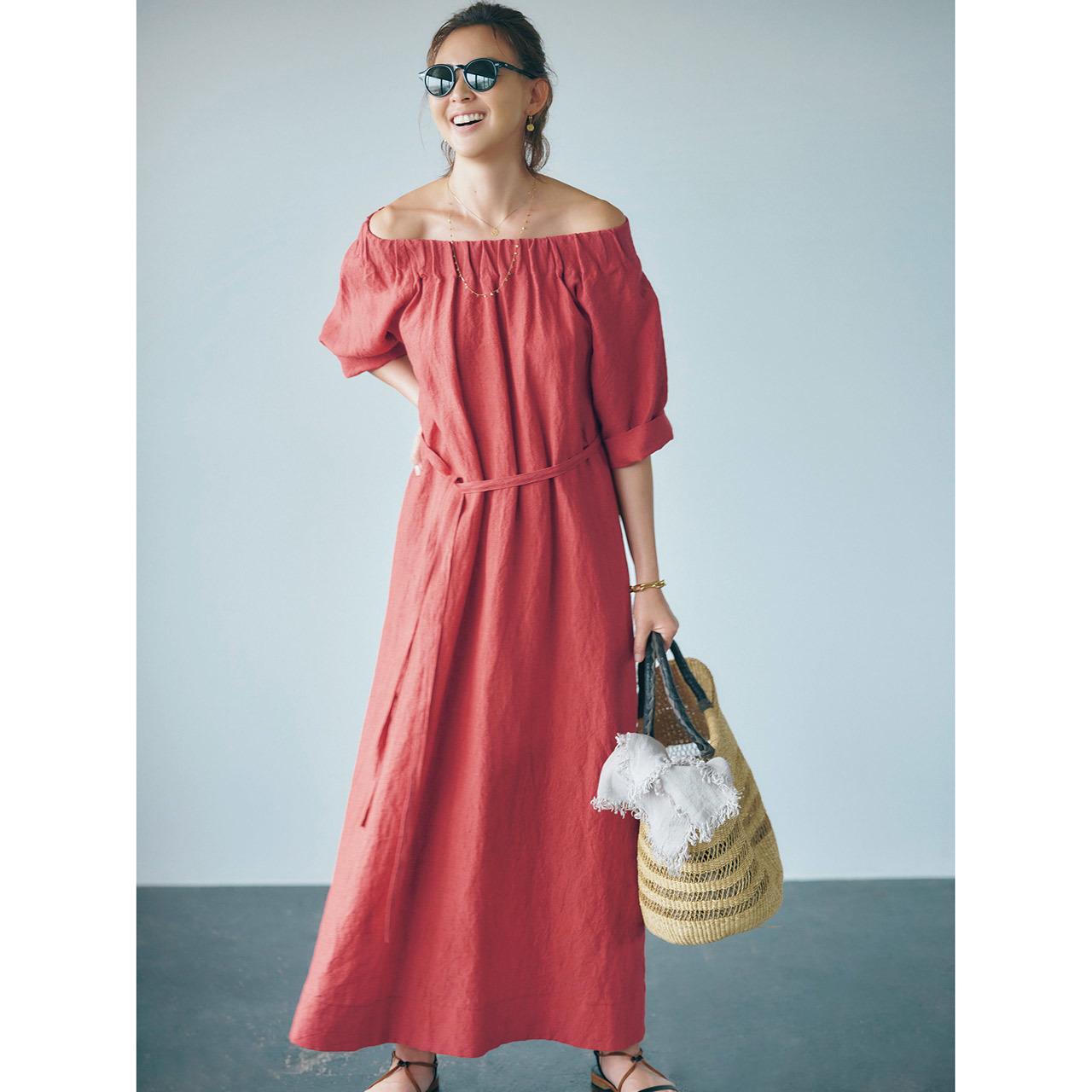 ブリックレッドのドレス×サンダルコーデ