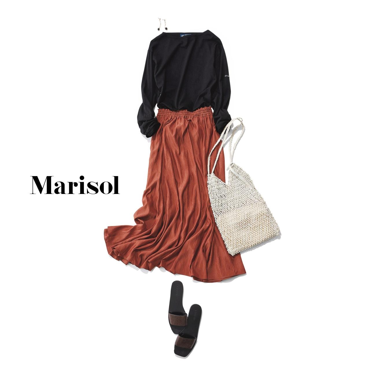 40代ファッション 黒ロングTシャツ×ブラウンスカートコーデ