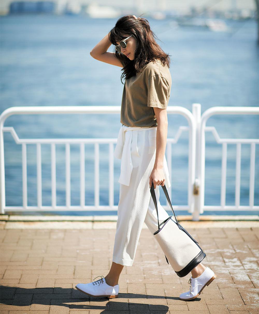 夏の定番、Tシャツコーデこそ、とろみパンツの品格が必要!_1_1-1