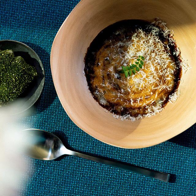 コースは¥8,800。前菜の「ナマズと玄米」。梅肉をはさんでローストしたナマズと玄米のリゾット